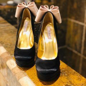Ted Baker London Striking Black Heels!!!!